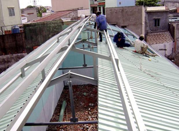 Thợ sửa chữa mái tôn tại vũng tàu
