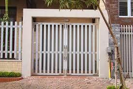 Chuyên nhận sơn cửa sắt uy tín – chuyên nghiệp – hiệu quả cao – chi phí rẻ