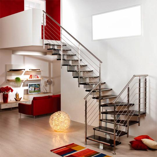Cửa phòng ngủ có nên đối diện với cầu thang không?