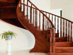 Nên chọn cầu thang kính hay gỗ tự nhiên ?