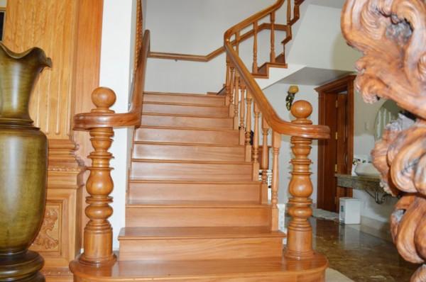 sửa chữa cầu thang gỗ rẻ