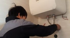 Thợ chuyên lắp đặt bình nóng lạnh