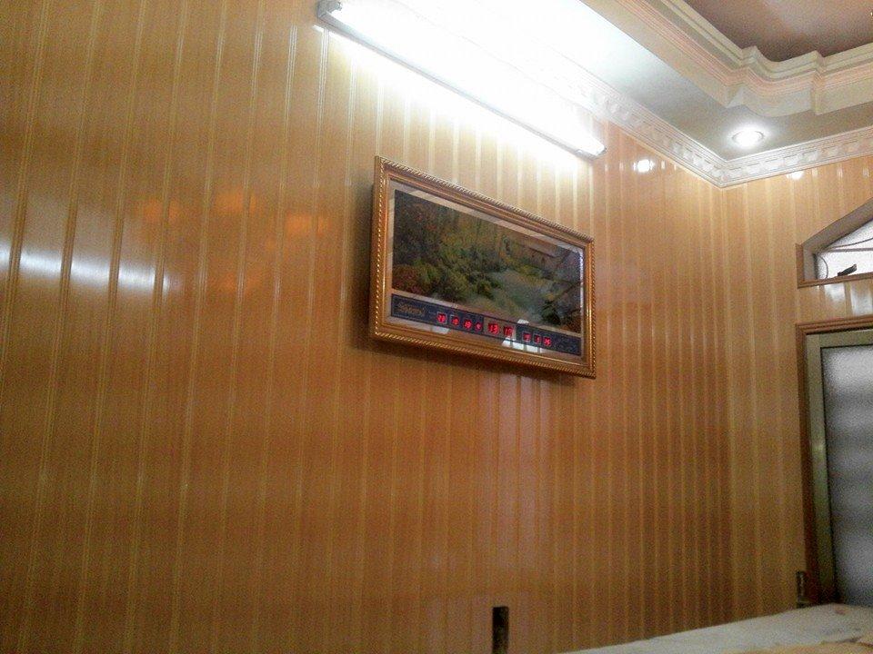 Báo giá thi công làm tấm nhựa ốp tường giả đá, giả gỗ