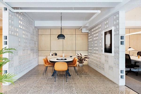 Trang trí không gian nội thất nhà bằng gạch thông gió